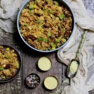Sałatka z kaszą kuskus, warzywami i kurczakiem