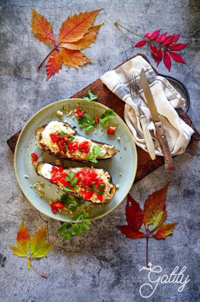 Pieczone bakłażany z kuskusem i pomidorami