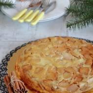 Omlet z karmelizowanymi jabłkami i cynamonem
