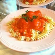 Pulpety w sosie paprykowo - pomidorowym