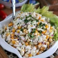 Sałatka makaronowa z kukurydzą i selerem naciowym