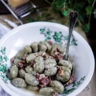 Szpinakowe gnocchi w sosie z gorgonzolą i szynką