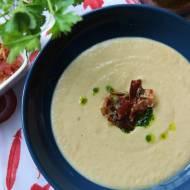 Zupa krem z białych warzyw z oliwą pietruszkową i czipsami z wędzonego boczku