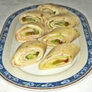 Roladki z tortili z szynką i warzywami