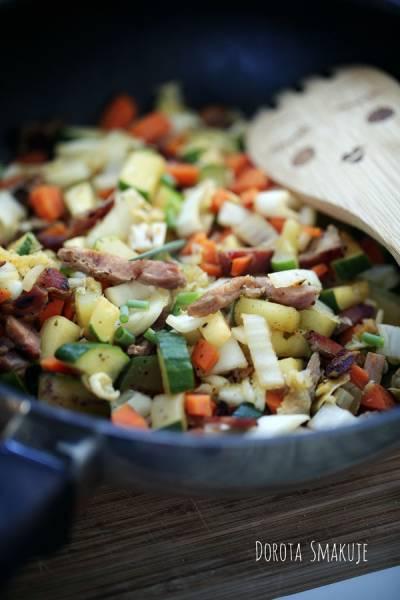 Warzywa na patelnię z resztkami wędlin