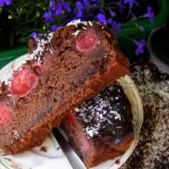 łatwe, smaczne ciasto czekoladowe z truskawkami...