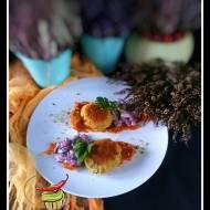 Kotlety rybne z sałatką z buraka, czerwonej fasoli i ogórka kiszonego