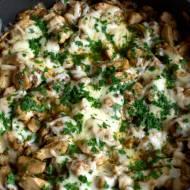 Kurczak z patelni z pieczarkami, balsamiczną cebulą oraz serem