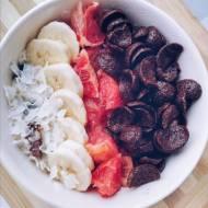 Pudding ryżowy z owocami i płatkami Chocapic