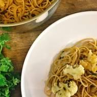 Spaghetti z pieczonym kalafiorem w sosie pomidorowym