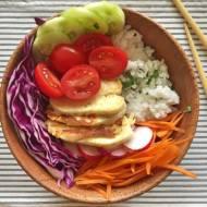 Danie dnia: Buddha bowl z serem halloumi