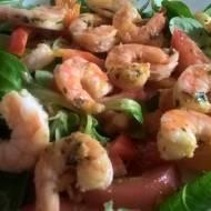 Pyszności na talerzu, czyli dietetyczna sałatka z grillowanymi krewetkami na roszponce
