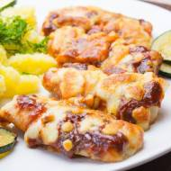 Ryba (dorsz) zapiekana w sosie keczupowym i serze