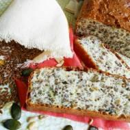 Chleb na białkach z ziarnami i białym serem