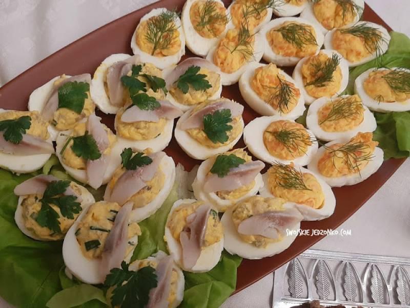 Jajka faszerowane  na 2 sposoby - łososiem i śledziem