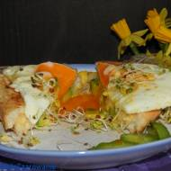 Tosty z cheddarem, awokado i jajem sadzonym