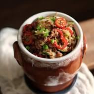 Szybka sałatka z komosy ryżowej, z papryką, cukinią i sosem z octu balsamicznego i cytryny