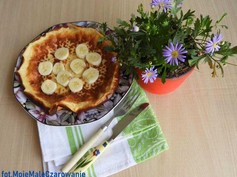 Omlet na greckim jogurcie z bananami