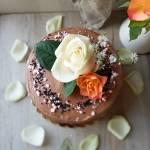 Tort czekoladowy z musem z porzeczek