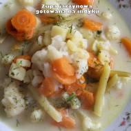 Zupa jarzynowa gotowana na indyku