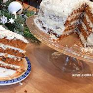 Zimowy tort marchewkowo - piernikowy z bakaliami i białą czekoladą