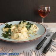 Kremowe ravioli z ricottą i masłem szałwiowym