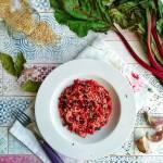 Brązowy ryż z botwinką i serem pleśniowym