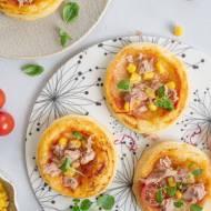 Mini pizze na cieście francuskim