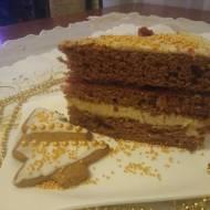 Tort piernikowy z masą orzechową