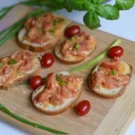 Bruschetta z farszem pomidorowym