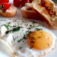 Jak zrobić jajko sadzone?