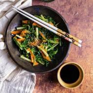 Sałatka z wakame i ogorkiem