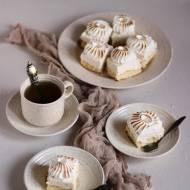 Ciasto biszkoptowe z kremem kokosowym i paloną bezą włoską