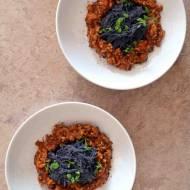 Dietetyczne spaghetti bolognese – białkowy makaron z czarnej fasoli w sosie z mięsem indyczym