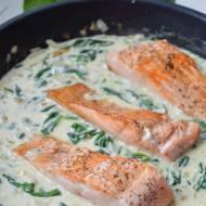 Łosoś ze szpinakiem i gorgonzolą