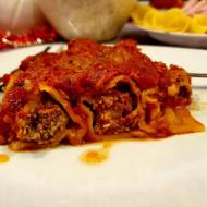 Cannelloni z mięsem, kaszą i ziarnami w sosie pomidorowym