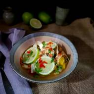 Meksykańska zupa z kurczakiem, limonką i tostowaną tortillą – Sope de lima