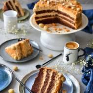 TORT CZEKOLADOWY Z ORZECHAMI W SŁONYM KARMELU