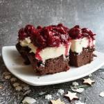 Ciasto kakaowe z kremem mascarpone i wiśniami, bez cukru i mąki