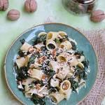 Makaron ze szpinakiem i orzechami włoskimi