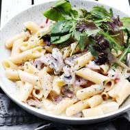Szybki obiad – makaron, sos serowy  i mnóstwo pieprzu