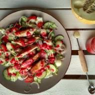 Sałatka z kurczakiem, melonem i sosem malinowym