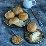 Bułki pszenne ze złotym siemieniem lnianym