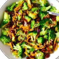 Sałatka brokułowa z żurawiną i boczkiem
