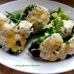Brokuł zapiekany z sosem czosnkowym