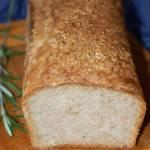 Chleb na zakwasie z estragonem i sezamem