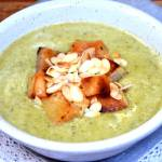 Zupa z brokuła i pora z grzankami