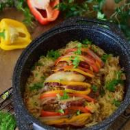 Karkówka faszerowana warzywami pieczona na kapuście
