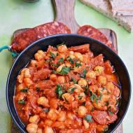 Ciecierzyca z chorizo w pomidorach