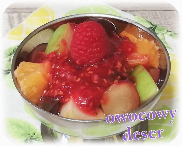 Sałatka owocowa z malinowym sosem